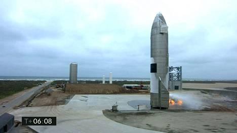 Suora lähetys SpaceX-raketin laskeutumisesta kertoi, että viides kerta toden sanoo: raketti laskeutui ensimmäistä kertaa yhtenä kappaleena.