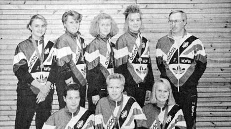 Vilppulan Tähden A-tytöt ja -pojat veivät TUL lentopallomestaruudet. Kuvassa A-tytöt vasemmalta takaa Sari Kokkonen, Paula Koppelojärvi, Heta Poikonen, Raisa Nurminen ja valmentaja Rauli Salmijärvi. Eturivissä vasemmalta Anne Mäenpää, Sari Niemelä ja Titta Pekkala. Kuvasta puuttuu Marika Stång.