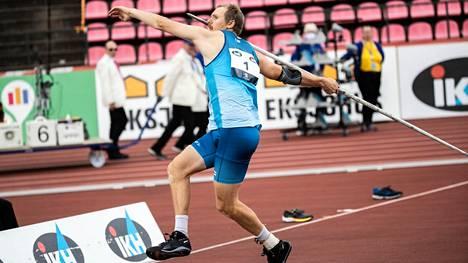 Keihäsässä Lassi Etelätalo heitti Ratinassa viime vuonna Ruotsi-ottelussa.