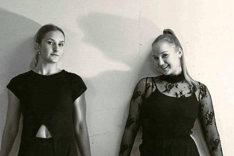 Viktoria Radin ja Jatta Palmunen tekevät töitä myös vapaa-ajalla. Radinin mukaan parhaat työhetket ovat öisin, koska silloin kaksikolla on eniten yhteistä aikaa.