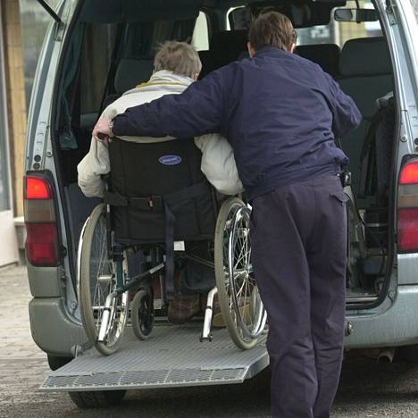 Kirjoittajan mukaan vammaiset on moneen kertaan nöyryytetty ja maahan lyöty. He ovat väsyneitä, eivätkä jaksa kysyä oikeuksiensa perään.