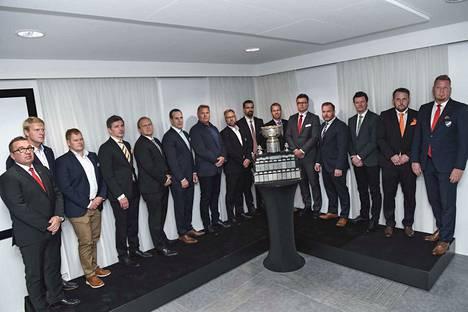 Liigajoukkueiden päävalmentajat kokoontuivat Kanada-maljan ääreen keskiviikkona Helsingissä.