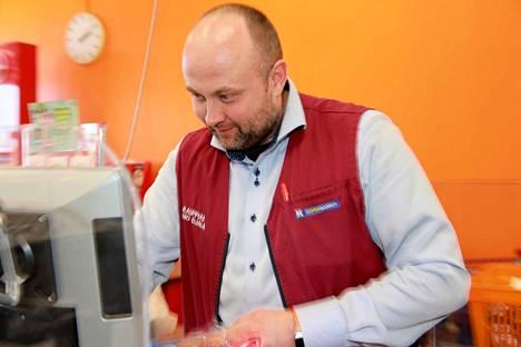 K-Supermarket Teljänportin kauppias Timo Ojala on nyt diplomikauppias.