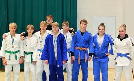 Tampereen Judon Team Tiger pääsi juhlimaan kaikkiaan kymmentä palkintokorokesijaa ollen SM-kisojen kovin mitalirohmu.