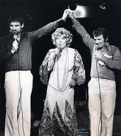 Jukka Virtanen, Marjatta Leppänen ja Matti Kuusla tekivät yhdessä monenlaista estraditaidetta. Tässä yhteinen ravintolashow vuonna 1974.