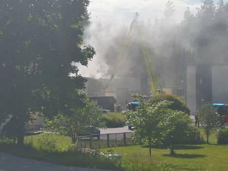 Tulipalosta levisi runsaasti savua ympäristöön.