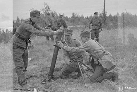 Kranaatinheitin Rukajärvellä toukokuussa 1943. Myös jämijärveläisiä miehiä palveli tuolloin Rukajärvellä.