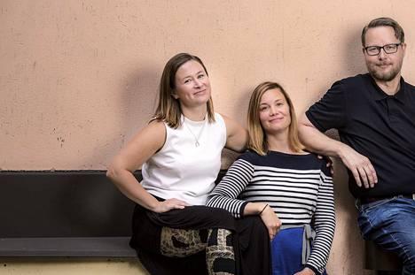 –Yksinäisyys vähenee pikkuhiljaa, kun ihminen alkaa ensin tehdä tekoja, jotka muokkaavat hänen elämästään omannäköistä, kertovat uuden Yksinäisyys-tehtäväkirjan kirjoittajat, sosiaalipsykologit Jenny Julkunen ja Maria Rakkolainen. Kirjan kolmas kirjoittaja on psykoterapeutti Ari Marjovuo.