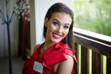 Suuronen haki Miss Suomi -kisoihin jo vuosi sitten, mutta jättäytyi tuolloin pois henkilökohtaisista syistä. Nyt hän on yksi semifinalisteista.