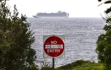 Australian viranomaiset linjasivat perjantaina, että reilun kymmenen risteilyaluksen on lähdettävä sen aluevesiltä. Sydneyn edustalla olevalta Ruby Princess -alukselta 340 ihmistä on sairastunut koronavirukseen.