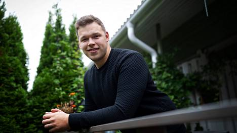 Eetu Hakkinen on ollut juhannuksesta lähtien ilman alkoholia, koska haluaa miettiä, miten käyttää alkoholia jatkossa.