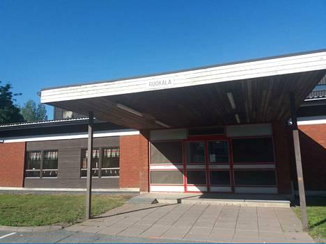 Keskuskeittiö tuottaa ateriat Noormarkun ja Ahlaisten alueen kouluille ja päiväkodeille. Samassa rakennuksessa sijaitsee ruokala.