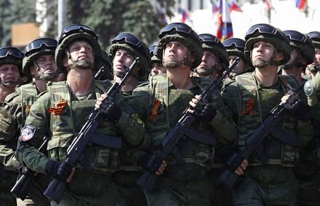 Ukrainalaisia sotilaita Donetskissa Itä-Ukrainassa kesäkuussa.