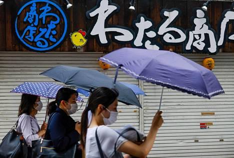 Lähestyvä myrsky toi tiistaina tuulta ja sateita osiin Japanin itärannikkoa.