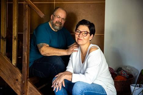 Tuomas ja Jenni Pere kertovat, että vaikka heillä molemmilla on elämässään ollut erilaisia ihmissuhteita, uusperheen perustaminen oli silti jotain täysin erilaista.