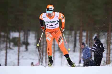 Ristomatti Hakola palasi flunssan jälkeen kilpaladulle ja sijoittui Rovaniemellä toiseksi.