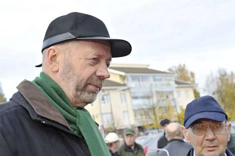 Martti Pöysti (kesk.) sanoo, ettei ole 43 vuoteen joutunut näin tiukkaan paikkaan politiikassa kuin nyt sivistystoimen kanssa.