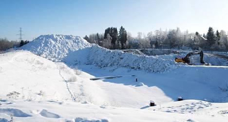 Hakametsän lumenkaatopaikalle mahtuu vielä lunta. Tampereen Infra oy:n projekti-insinööri Reijo Lahtinen sanoo, että tilanne on lumenkaatopaikoilla tällä hetkellä hyvä.