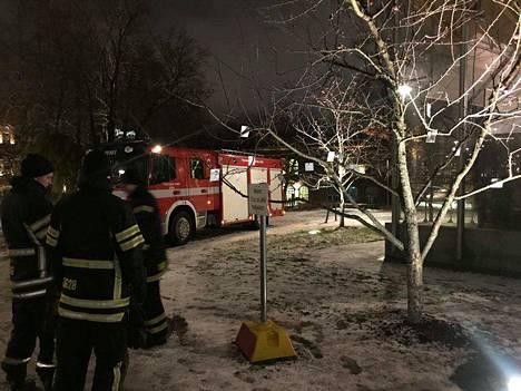 Tampereen vpk heijastinpuulla tiistaina.