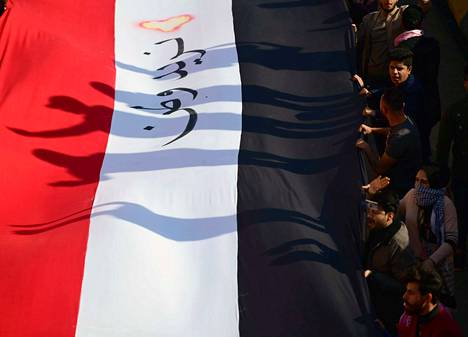Irakilaiset opiskelijat osoittivat sunnuntaina mieltään maan hallinnon korruptiota vastaan Tahririn aukiolla Bagdadin keskustassa.