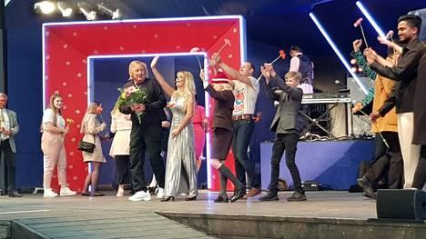 Vuonna 2019 Apianniemessä Valkeakoskella nähtiin Suomen kesäteatteri oy:n näytelmä iskelmähti Dannyn elämästä. Itse Danny nousi lavalle ensi-illan päätteeksi. Näytelmän rooleissa esiintyi muun muassa Erika Vikman.