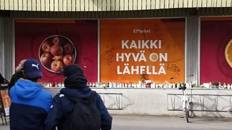 Tiettävästi ensimmäiset kynttilät ilmestyivät Pormestarinluodon K-marketille jo sunnuntain vastaisena yönä.