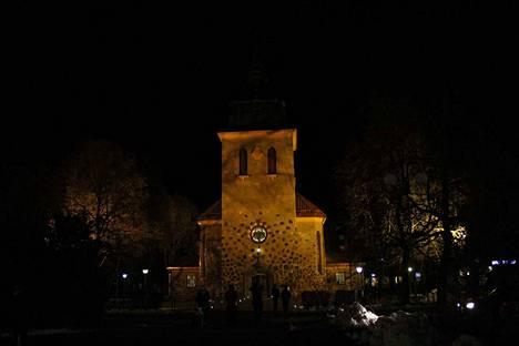 Mäntän kirkkoon on murtauduttu viikonloppuna ja siellä on tehty ilkivaltaa. Sunnuntain joululaulutilaisuus jouduttiin siirtämään seurakuntasaliin.