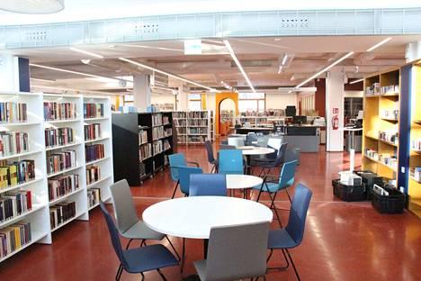 Kirjojen lainaaminen kirjastosta onnistuu tiistaista lähtien, vaikka tilat muutoin pysyvät edelleen kiinni.
