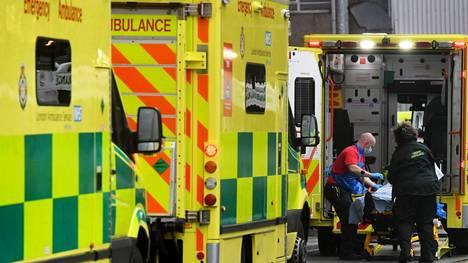 Britanniassa avattiin useita massarokotuspisteitä torstaina maan erittäin huolestuttavan koronavirustilanteen takia. Keskukset avattiin Lontooseen, Newcastleen, Manchesteriin, Birminghamiin, Bristoliin, Surreyhin ja Stevenageen. Sairaalat, kunte Lontoon kuninkaallinen sairaala, ovat täynnä koronapotilaita.