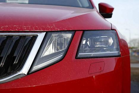 Tämähän on selvästi punainen auto.