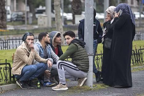 Turkki on tähän asti rajoittanut pakolaisten pääsyä Eurooppaan. Kuva on perjantailta Turkin rajalta.