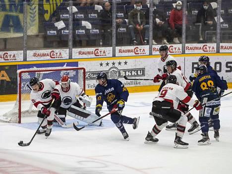 Ässät ja Lukko ovat kohdanneet tällä kaudella Pitsiturnauksessa. Silloin varsinainen peliaika päättyi 1-1.