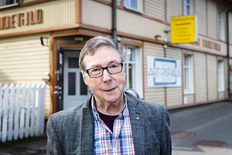 Pispalan taidetalon 1980-luvun vaihteessa remontoinut yrittäjä ja rakentaja Rauno Viinikka kirjoitti romaanin Irja Lastusen perintö (Mediapinta, 2019) värikkäistä kokemuksistaan taidekauppiasvuosinaan.
