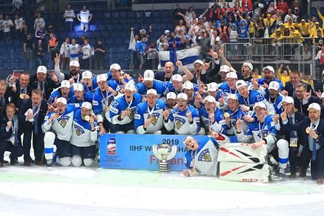 Jokainen MM-kultajoukkueen pelaaja saa Suomen jääkiekkoliitolta 27 000 euron palkintorahan.