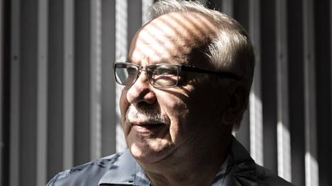 Eero Salonen sanoo, ettei hänen ole tarvinnut muuttaa ideologiaansa, vaikka on kuulunut SKP:n lisäksi SKDL:ään, Devaan ja Vasemmistoliittoon.