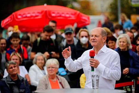 Sosiaalidemokraattien kansleriehdokas Olaf Scholz puhui kannattajilleen Potsdamissa Saksassa lauantaina 25. syyskuuta.