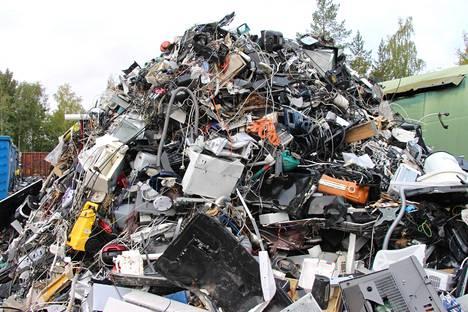 Nokialla sijaitseva Tramel Oy kierrättää joka kuukausi noin 30 000 rikkoutunutta tai käytöstä poistettua sähkö- tai elektroniikkalaitetta.