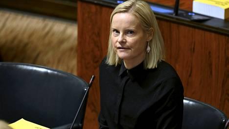 Perussuomalaiset vastustaa koronapassin käyttöönottoa. Puolueen puheenjohtaja Riikka Purra kuvattiin eduskunnan täysistunnossa Helsingissä 12. lokakuuta.