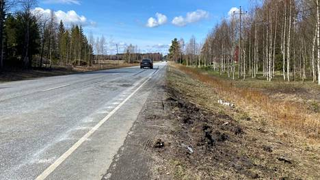 Lauantaina 8. toukokuuta kaksi nuorta ja yksi keski-ikäinen mies kuolivat liikenneonnettomuudessa tiellä 11 Sastamalassa.