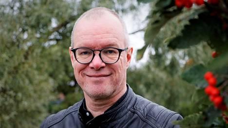 Vs. kirkkoherra Timo Wariksen toiminta hänen omilla Facebook-sivuillaan on johtanut kanteluun.