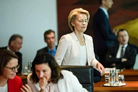 Saksalainen kristillisdemokraatti Ursula von der Leyen on EU:n valtiojohtajien kompromissiehdotus komission puheenjohtajaksi.