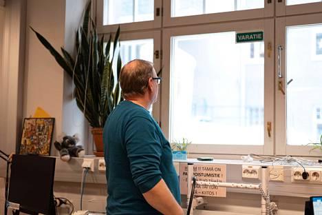 Micce lähti mukaan Näsinkulman Klubitalon toimintaan pari vuotta sitten ja on aktiivisesti mukana erilaisissa toiminnan kehittämis- ja suunnittelutyöryhmissä. Tänä talvena vapaa-aika on kulunut myös liukulumikenkiä testaillessa.