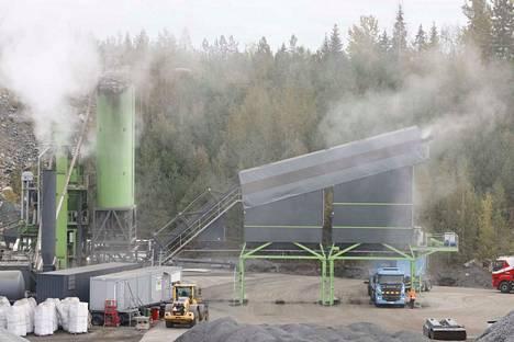 Asfalttikallio oy:n Röhkön montun asvalttiaseman toiminta alkoi toukokuussa. Toiminta keskeytyy talveksi viimeistään joulukuussa.
