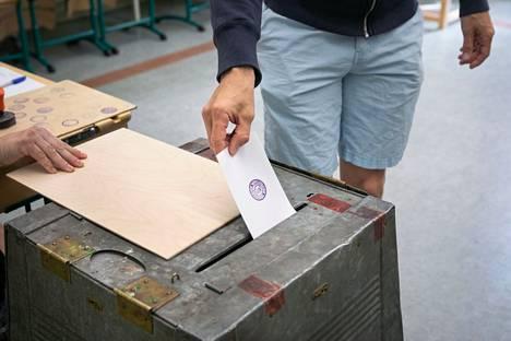 Kesäkuun kuntavaalien äänestysprosentti oli 55. Aluevaaleissa into saattaa jäädä pienemmäksi. Kuvituskuva.