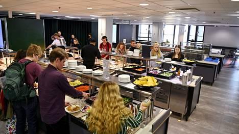Kasvipohjaisia ruokajuomia ja kasvisruokavaihtoehto tulee jatkossa tarjota tasavertaisena vaihtoehtona eläinperäisten ruokien ja juomien rinnalla opiskelijaravintoloissa.