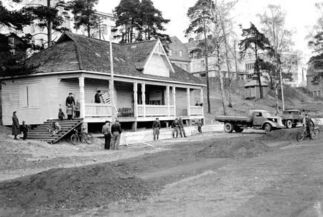 Vanha Nokia: Urheilukentän paviljonki. Kuvan aika-arvio on vuosina 1940-1960.