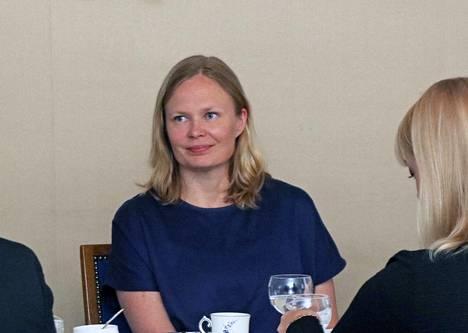 Tiede- ja kulttuuriministeri Hanna Kosonen kuuli Mänttä-Vilppulan kuulumiset Mäntän Klubilla.
