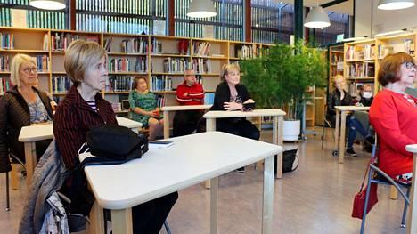 Keski-Suomessa saa 13.5. alkaen järjestää yli 50 henkilön yleisötilaisuuksia ja kokouksia, jos osallistujat todella voivat välttää lähikontaktit toisiinsa koronaohjeita noudattaen.