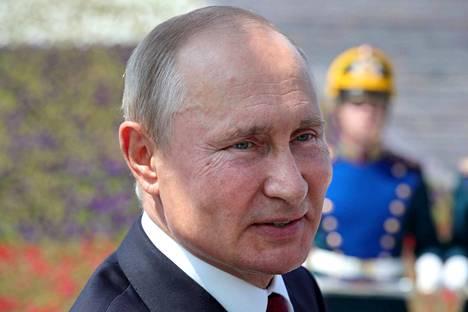 """Venäjän kansallispäivänä 12. kesäkuuta Putin julisti jo etukäteen, että """"kansan selvä enemmistö"""" kannattaa perustuslain muutoksia. Valtiota etänä johtanut Putin esiintyi ulkotiloissa toista kertaa koronapandemian aikana."""