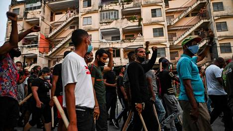 Kuubalaisia mielenosoittajia Havannassa 12. heinäkuuta.